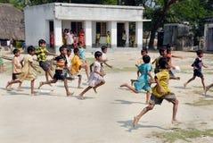 De kinderen van de school lopen Stock Foto's