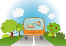 De kinderen van de school reizen in schoolbus Royalty-vrije Stock Foto's