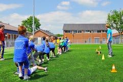 De kinderen van de school op sportendag stock fotografie