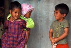 De kinderen van het dorp in Noordoostelijk India Stock Foto's
