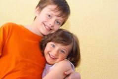 De kinderen van het jongensmeisje Royalty-vrije Stock Foto's
