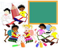 De kinderen van verschillende rassen in de boeken van de school schepen in, royalty-vrije illustratie