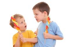 De kinderen vechten Stock Afbeeldingen