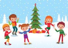 De kinderen vieren Kerstmis en Nieuwjaar Royalty-vrije Stock Afbeeldingen