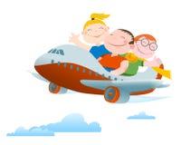 De kinderen vliegen door two-motor vliegtuig Royalty-vrije Stock Afbeeldingen