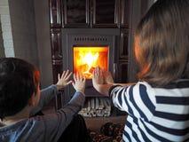 De kinderen warmen op Royalty-vrije Stock Afbeelding