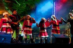 De kinderen zingen de liederen van Kerstmis Royalty-vrije Stock Afbeeldingen