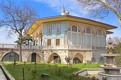 De Kiosk van Bagdad in het Topkapi-Paleis, Istanboel, Turkije wordt gesitueerd dat stock foto