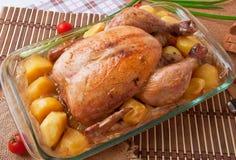De kip van het braadstuk met aardappels Stock Foto