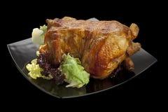 De kip van Oasted met salade wordt versierd die Stock Afbeelding