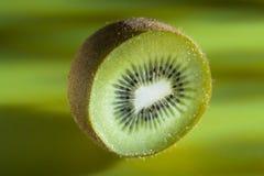 De Kiwi van Cutted Stock Afbeeldingen