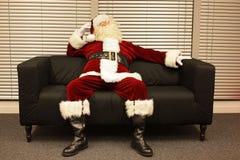 De klaar Kerstman die op Kerstmisbaan wachten Royalty-vrije Stock Afbeelding