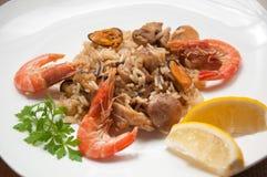 De klaar maaltijd van de paella met garnalen Stock Foto's