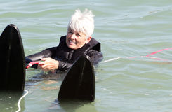 De klaar Reeks gaat. Oudere Dame Water Skiing. De Ruimte van het exemplaar. stock foto