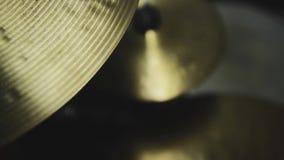De klankbekkens van de trommeluitrusting stock videobeelden