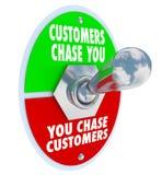 De klanten achtervolgen u Knevelschakelaar Marketing de Reclamevraag royalty-vrije illustratie