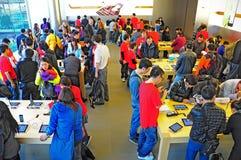 De klanten bij appel slaan Hongkong op Royalty-vrije Stock Foto's