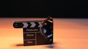 De klaptafel donkere van de kleppenraad hd lengte als achtergrond stock video
