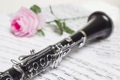 De klarinet met rood nam toe Royalty-vrije Stock Afbeeldingen