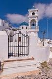 De klassiek klokken van Santorinigriekenland en kruis van Griekse Orthodoxe kerk Stock Foto's