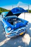 De klassieke Amerikaanse auto van Cuba met open kap vooraanzicht Royalty-vrije Stock Afbeeldingen