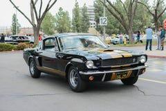De klassieke auto van Ford Mustang op vertoning Stock Afbeeldingen