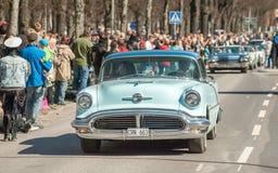 De klassieke autoparade op Meidag viert de lente in Zweden Royalty-vrije Stock Foto's