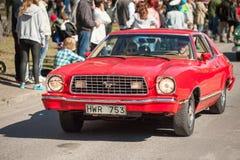 De klassieke autoparade op Meidag viert de lente in Zweden Royalty-vrije Stock Foto