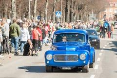 De klassieke autoparade op Meidag viert de lente in Zweden Stock Afbeelding