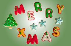 De klassieke eigengemaakte koekjes van peperkoek Vrolijke Kerstmis Stock Fotografie