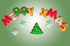 De klassieke eigengemaakte koekjes van peperkoek Vrolijke Kerstmis Stock Afbeelding