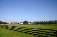 De klassieke Kentucky-Stijl Schuur van het Paard die in FL wordt gevestigd stock foto