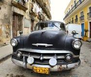 De klassieke oude auto is zwarte kleur Stock Afbeeldingen