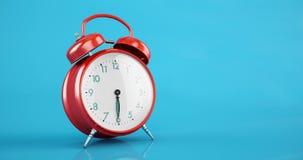 De klassieke rode van het de tijdspanneexemplaar van de wekkertijd ruimte blauwe achtergrond