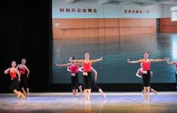 De klassieke trainingscursus van de ballet op:leiden-basisdans Stock Foto's