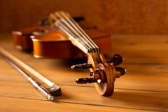 De klassieke wijnoogst van de muziekviool op houten achtergrond Royalty-vrije Stock Foto
