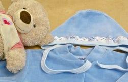 De kleding en het speelgoed van kinderen Stock Fotografie