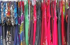De Kleding van de de Kledingszon van heldere Kleurrijke Drukvrouwen Stock Afbeeldingen