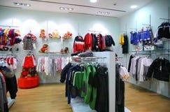 De kledingsafdeling van het kind Stock Foto
