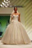 De kledingsmodeshow van het huwelijk Stock Foto's