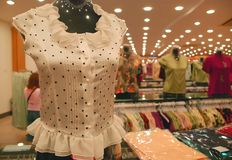 De kledingswinkel van de vrouw Stock Afbeelding