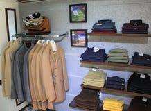 De kledingswinkel van mensen stock afbeelding