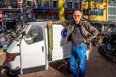 De kleine auto's zijn een grote manier om rond in Amsterdam te worden Royalty-vrije Stock Afbeeldingen