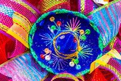 De kleine blauwe die sombrero met bergkristallen wordt verfraaid en schittert royalty-vrije stock foto
