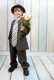 De kleine jongen in kostuum Stock Afbeelding