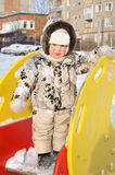 De kleine jongen op een speelplaats van kinderen royalty-vrije stock afbeeldingen