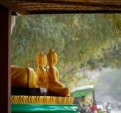 De kleine standbeelden van Boedha bij tempel Royalty-vrije Stock Fotografie