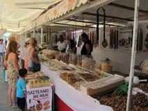 De kleine suikergoedwinkel wacht op de toeristen in Larnaca, Cyprus royalty-vrije stock afbeeldingen