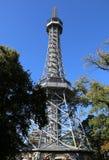 De kleine toren van staaleiffel in Praag stock afbeelding