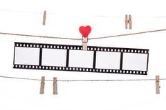 De klem van de hartvorm op een streng, hangende Negatieven, liefdefilm Royalty-vrije Stock Afbeeldingen